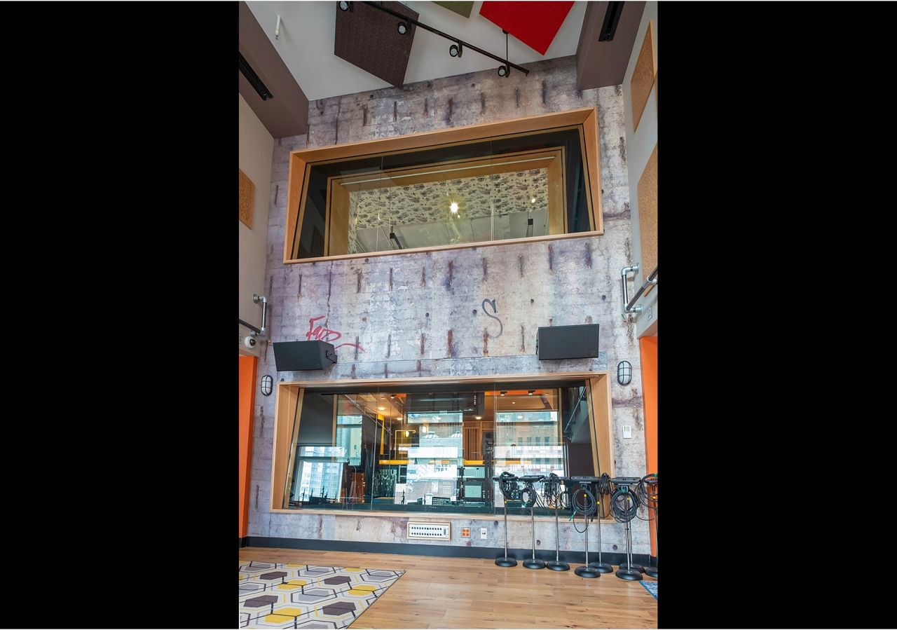 This live room outside of the Beastie Boys' Oscilloscope studio is keepin' the Brooklyn flavor flowing with our Brooklyn Bridge Wall mural that we custom printed on acoustically transparent fabric.